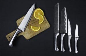 סכינים עם חריטה